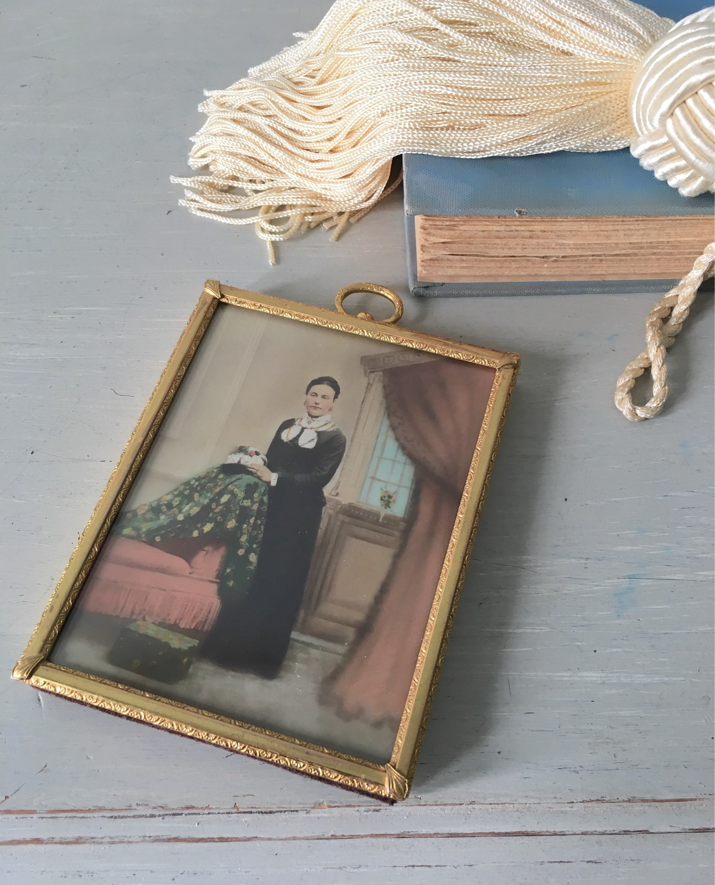 Small vintage picture frame 325x425 lovely gold toned metal with sold by myvintagepastlife jeuxipadfo Images