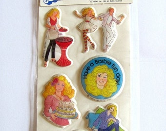 VENTE Barbie Doll Vintage Mattel Puffy Stickers - nouveau dans le paquet jouet anniversaire gâteau Barbecue Ken Gordy pin