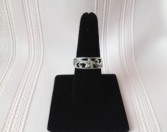 Vintage Sterling Silver Flower Band Ring Size 7.5