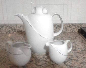 Breakfast service/teapot and milk white and silver