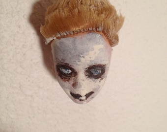 Creepy Dead Doll Head Ornament : Suzie White