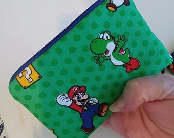 YOSHI MARIO NINTENDO Small Padded Zippered Coin Pouch Bank Card Holder