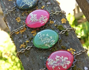 Queen's Lace Flower Bracelet/Floral bracelet/Real flower jewelry/Botanical jewelry/Nature bracelet/Birthday gift/Earthy jewelry