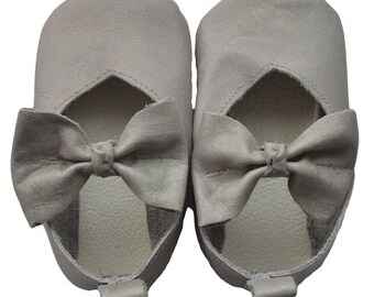 Genuine Leather Baby Moccasins   V-pump leather shoes {Gray}