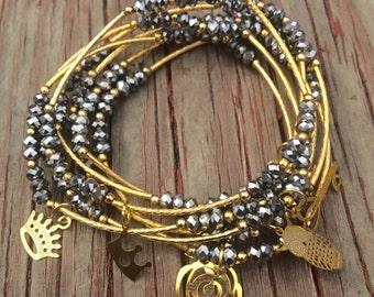 Silver Beaded Charm Bracelet Set - Semanario color plateado con dijes y separadores chapa de oro