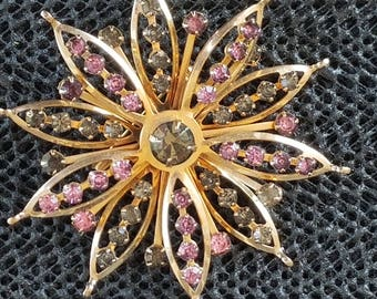 Vintage pin unsigned gold tone flower rhinestone pin / brooch