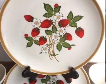 Sheffield Strawberries n Cream (4) Luncheon Plates, 2 Ramekins