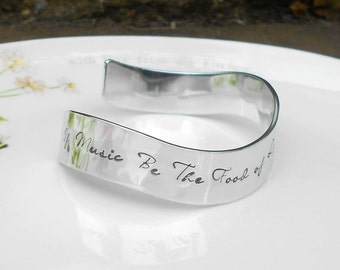 Twelfth Night Quote Cuff,  William Shakespeare Quote Bracelet, If Music be the Food of Love, Play on, Literary Gifts, Music Teacher Gift.
