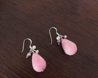 Pink quvars earrings is very elegant