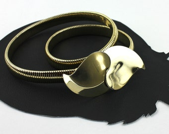 Two Hearts that Meet as One Thin Gold Metal Elastic Belt