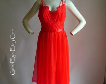 Vintage 50s RED Goddess Night Gown VANITY FAIR size 34 Small Nylon and Lace Satin Ribbon Belt