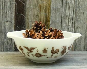 American Heritage Pyrex Bowl 2.5 qt Cinderella Bowl Farmhouse Kitchen Decor, Early American Vintage Mixing Bowl