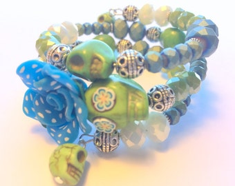 Bracelet Day of the Dead Sugar Skull and Rose Memory Wire in Turquoise Polkadot Green