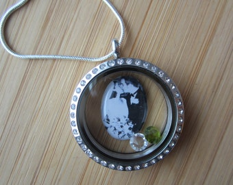 Custom photo floating locket charm 18 mm resin dome mother's day gift, newlyweds, rembrance jewelry, pet photo, children's artwork, photo