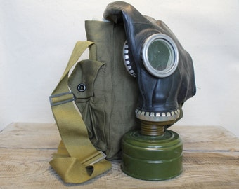 Vintage Soviet Army Gas Mask ... Military ... Halloween ... Gothik ... USSR ... Russian ... punk