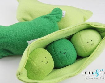 NEW Peas in a pod soft toy jingle ball 3 plush toy balls in a zippered pouch rattle