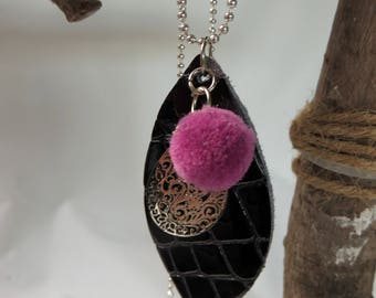 Leather pendant two sided to wear