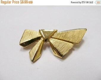 On Sale Vintage Textured Bow Pin Item K # 809