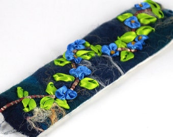 Bracelet with embroidery, cuff blue/turquoise, gift for women, embroidered bracelet, felt cuff bracelet, felt cuff bracelet