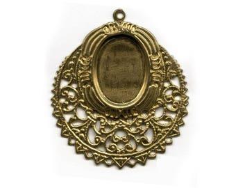 Solid brass stamped filigree pendant with a 18x13mm oval setting. Package of 2. b9-2319(e)