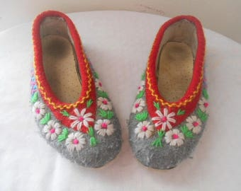 Vintage felted wool embroidered Slippers