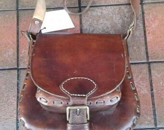 Lovely practical 1970s stylish hippy boho leather saddle bag