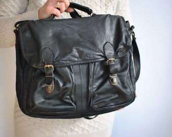 Vintage MESSENGER LEATHER BAG ............(552)