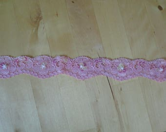 Coupon of lace from calais fancy lycra collar. rose