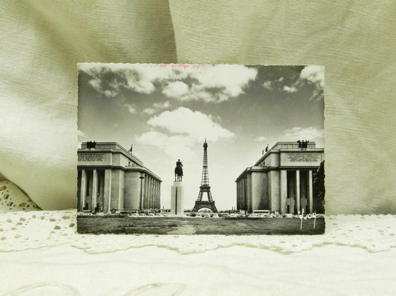 Vintage 1950s Mid Century French Black and White Postcard Eiffel Tower Trocadero Paris, Parisian Vacation / Holiday Souvenir from France