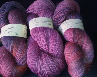 "300g hand-dyed knitted yarn made of merino, linen and silk ""bromine beerenmix"""