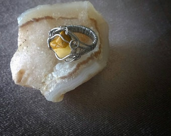 Wirewrapped ring with mookaite jasper