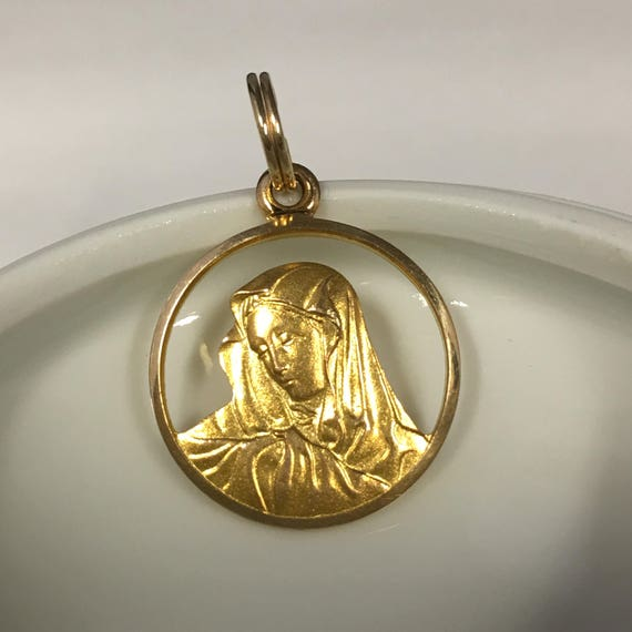 Religious madonna charm mother mary charm 10k solid yellow te gusta este artculo aloadofball Images