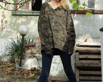 Camo Loose Fit Sweater / V-neck Sweatshirt / Camouflage Long Sleeve Blouse by FabraModaStudio / B301
