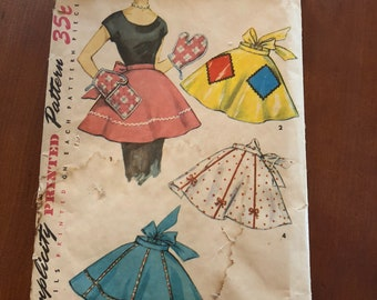 Simplicity 4858, vintage apron with oven mitts. simple to make