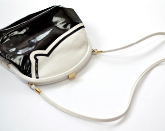Victoria Beautiful and original vintage shoulder bag black and white leather 80s