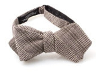 Gray Glen Plaid Diamond Point Bow Tie