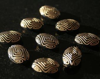 Set of 50 acrylic beads. (ref:2482).