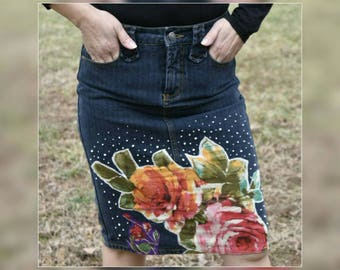 Upcycled Patchwork Denim Skirt, OOAK Refashioned Dark Denim Women Pencil Skirt, Recycled Floral Beads Embellished Jean Short Skirt, Size 5