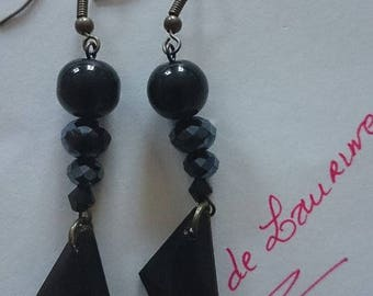 Nice pair of earrings with glass beads and bronze hooks
