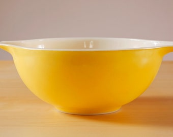 Vintage Town and Country yellow 443 pyrex 2 1/2 quart Cinderella bowl