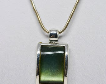 Lovely silver tone and green pendant necklace
