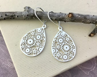 Sterling silver teardrop lace filigree dangle, Boho earrings, 925 silver ear wire, everyday Bohemian jewelry E471