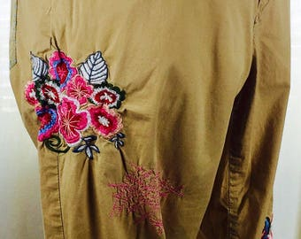 Vintage 90's parachute weight khaki floral embroidered capris