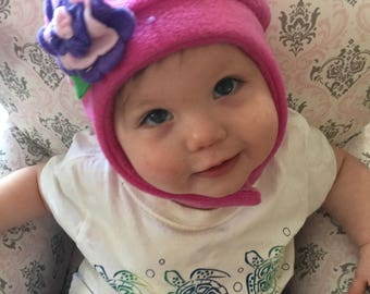 Child's fleece hat with flower