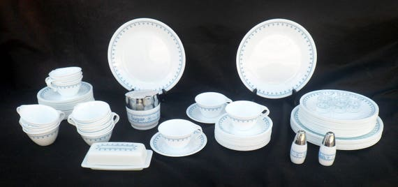& Vintage Corelle Livingware Blue Snowflake Pattern 89-Piece
