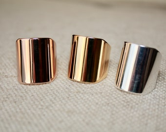 Adjustable wide band ring