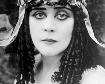 "Theda Bara Monochrome Photographic Print 04 (A4 Size - 210mm x 297mm - 8.25"" x 11.75"") Ideal For Framing"