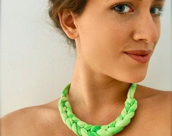 Néon vert Ombre collier - corde nouée déclaration bijoux tressé