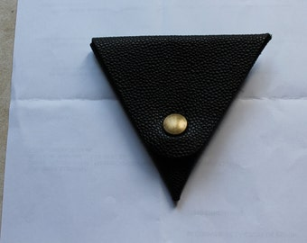 Original wallet with triangular shape