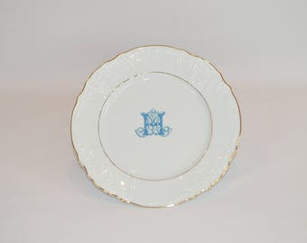 "Oralie - 10"" Double Gold Band Plate (shown with image #i122  - Small Blue Monogram)"